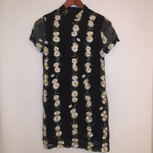 Black w/ Embroidered Daisies mini dress! | Size S